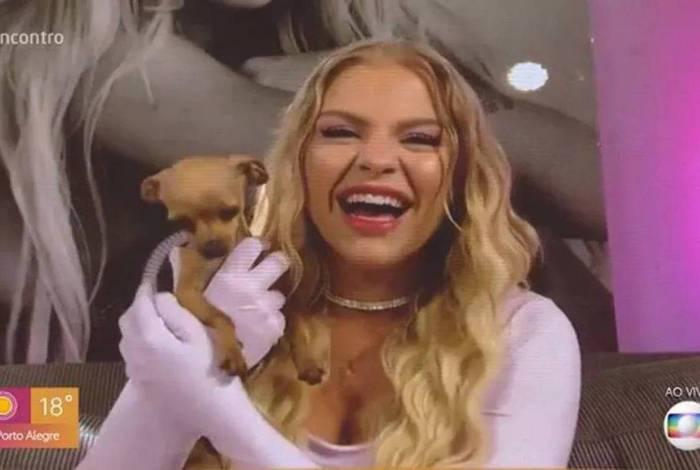 Luisa Sonza e sua cachorrinha de estimação, Gisele Pinscher