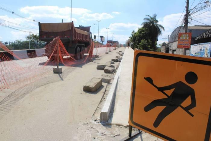 Prefeitura de Nova Iguaçu realiza a contenção para construção de ciclovia da Posse