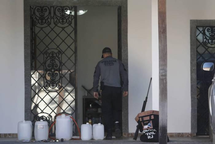 Policiais cumpriram mandados em endereços ligados a Alex Rosa