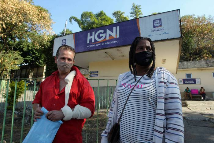 No Hospital da Posse, pacientes relatam descaso com prevenção nas ruas: 'Até no ônibus vi gente sem mascara', disse Lúcia Borges