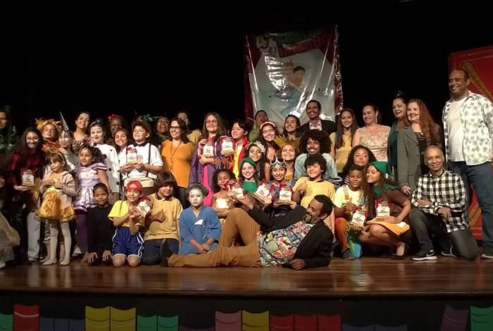 ZONA OESTE - TEATRO - Alunos de teatro infantil se apresentaram em festival da Ciadraca Produções em 2019