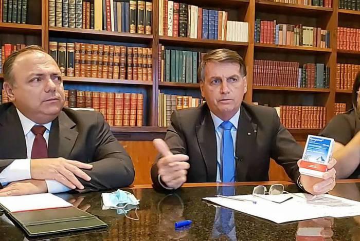 Live de Bolsonaro contou com a participação do ministro interino da Saúde, Pazuello e da 'convidada' cloroquina, que não tem eficiência comprovada contra a covid