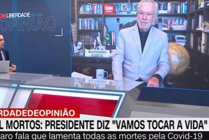 Âncora da CNN perde a paciência com Alexandre Garcia após ele defender cloroquina
