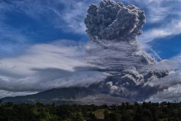 Monte Sinabung, na Indonesia