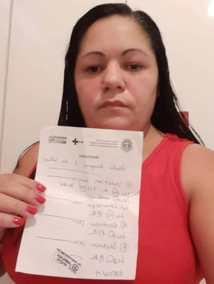 Luciene Marculino mostra a última receita que obteve para o filho, em novembro de 2019