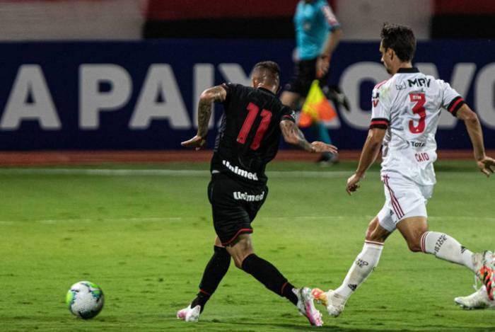 Flamengo foi derrotado facilmente pelo Atlético-GO