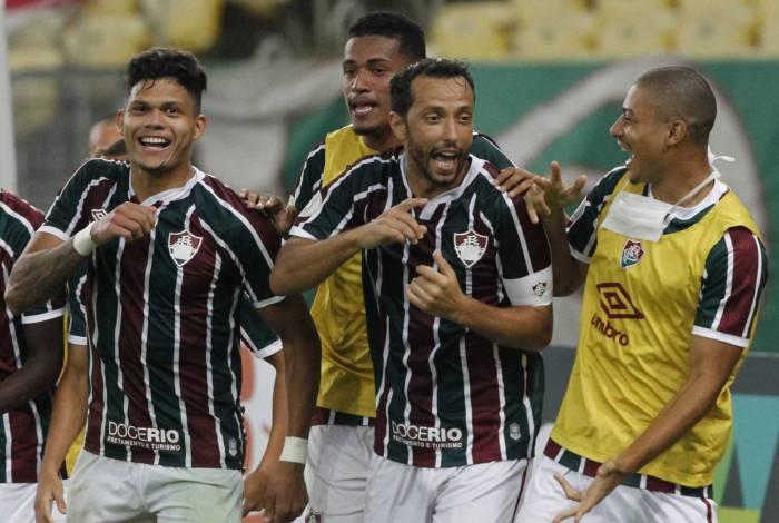 Nenê fez dois gols no Inter e deu primeira vitória ao Flu no Brasileiro