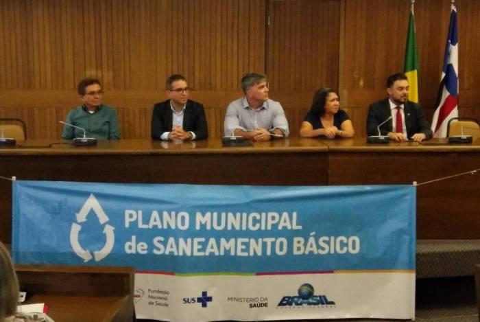 Durante cinco anos desenvolvimento do plano de saneamento envolveu vários setores da sociedade. Acima, encontro no Maranhão