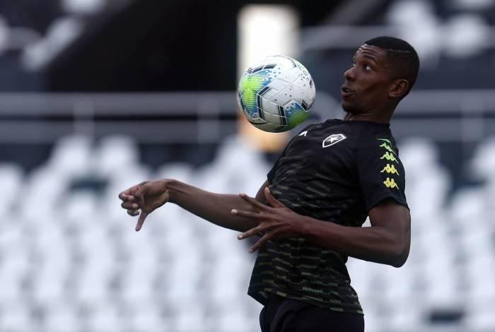 Kanu tem formado boa dupla de zaga com Marcelo Benevenuto no time titular