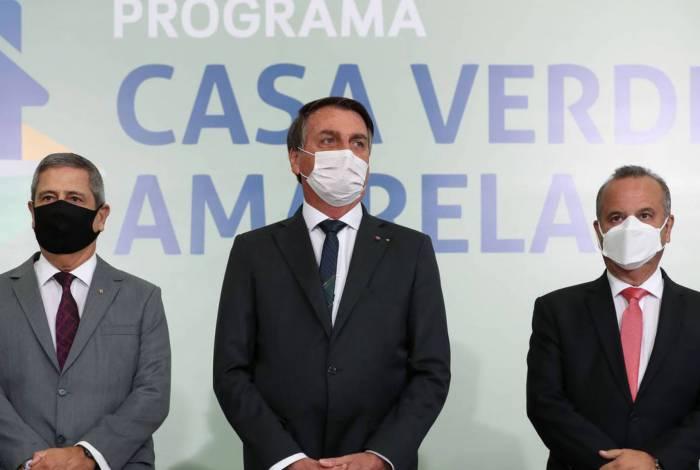 Braga Netto, Jair Bolsonaro, e Rogério Marinho no lançamento do Programa Casa Verde e Amarela