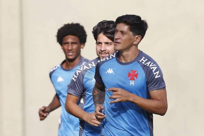 Vasco deposita as suas fichas no argentino Germán Cano (D)