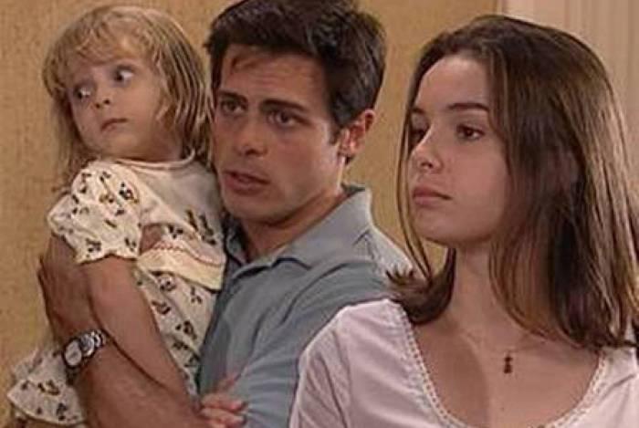 Regiane Alves com Luigi Baricelli em 'Laços de Família'