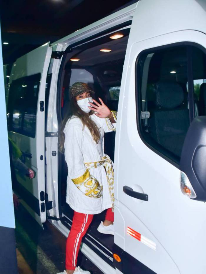 Depois de temporada na Europa, Anitta desembarca no Brasil