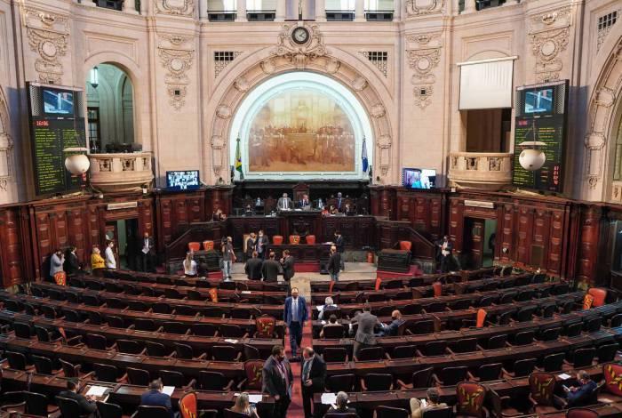 O futuro do governador afastado voltou ontem à pauta da Assembleia Legislativa: retomada do processo interrompido em 27 de julho