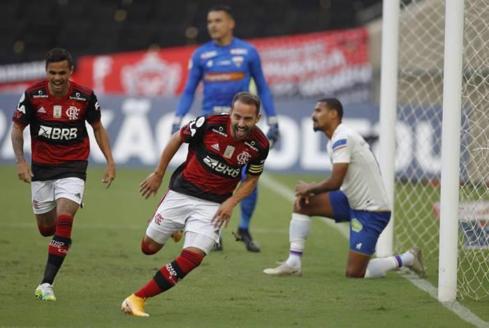 Everton Ribeiro vem sendo o melhor jogador do Flamengo no Campeonato Brasileiro