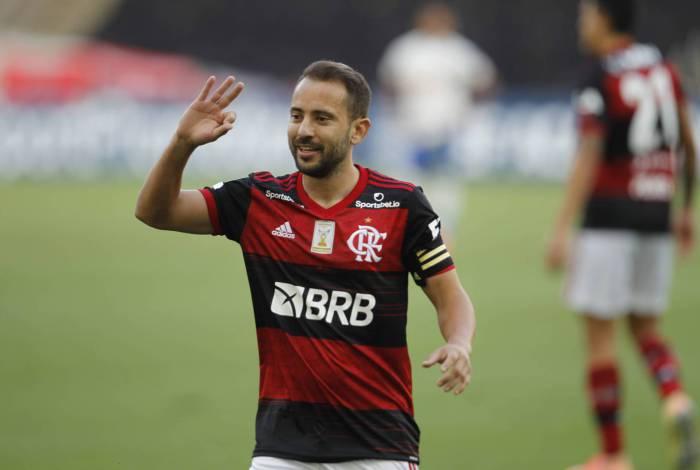 Everton Ribeiro é um dos destaques do Fla