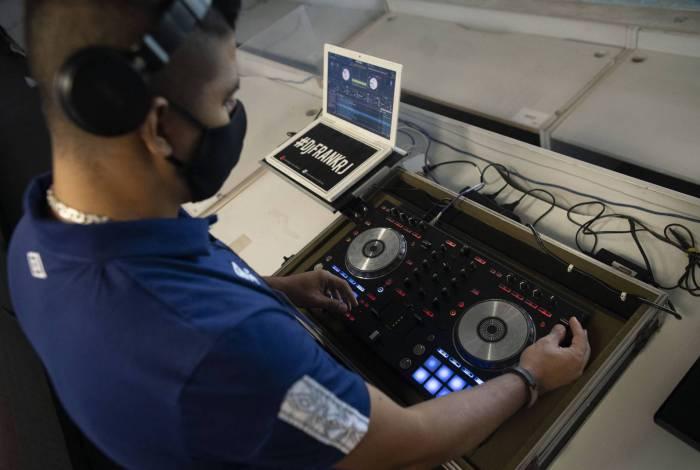 Franklin Scheleger, 29 anos, é DJ do Fluminense