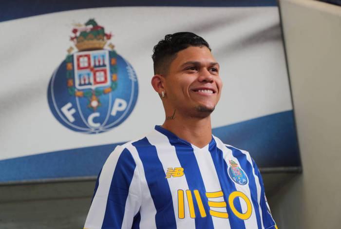 Evanilson com a camisa do Porto