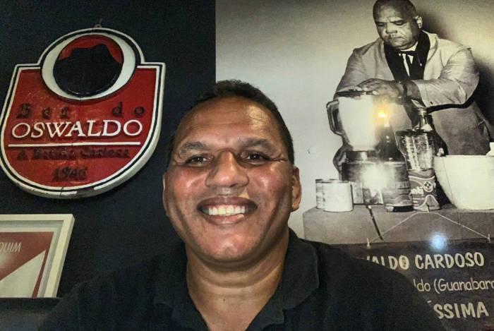 Rommel Cardozo, filho do seu Oswaldo, comemora o sucesso nas vendas após a quarentena