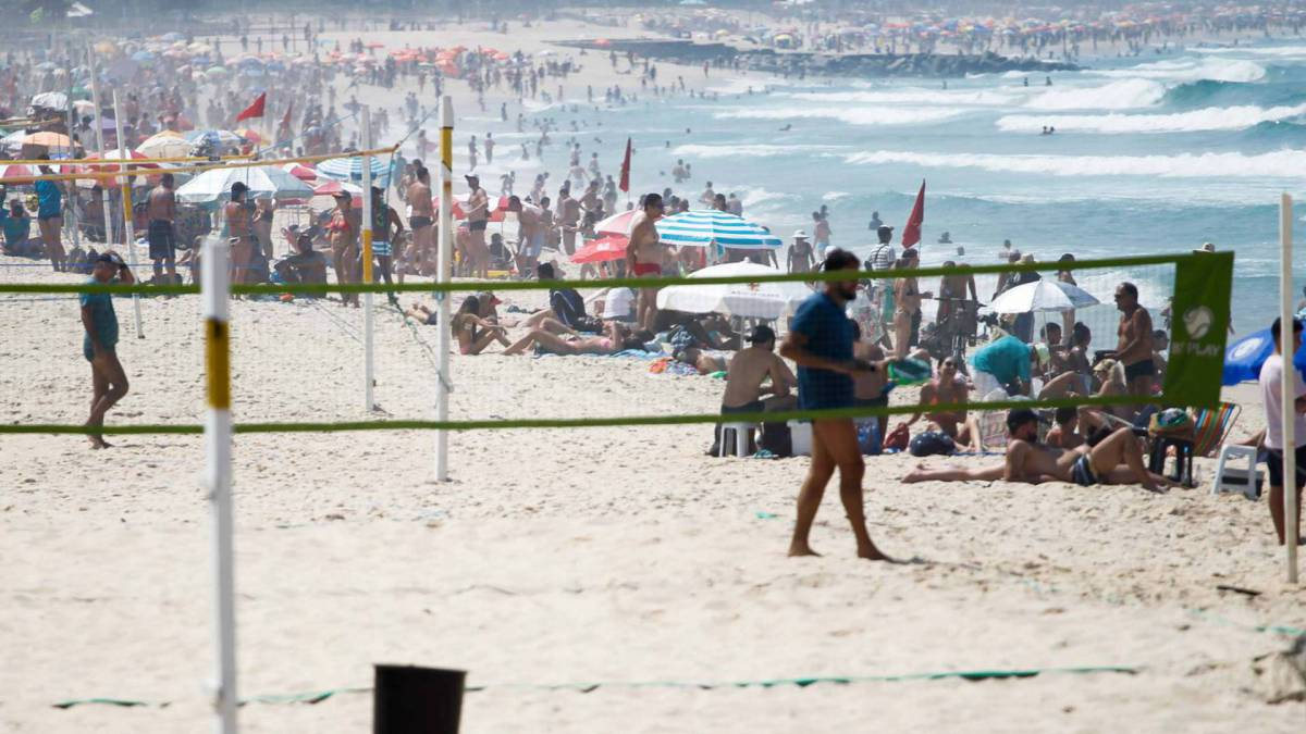 Rio de Janeiro - RJ - 12/09/2020 - Movimentacao pelos parques e orla da cidade, na praia do Leblon - Foto Gilvan de Souza / Agencia O Dia