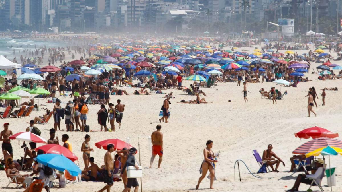 Movimentacao pelos parques e orla da cidade, na foto praia do Ipanema