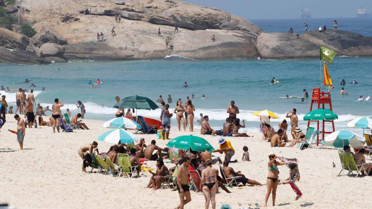 Rio de Janeiro - RJ - 12/09/2020 - Movimentacao pelos parques e orla da cidade, na foto praia do Arpoador - Foto Gilvan de Souza / Agencia O Dia