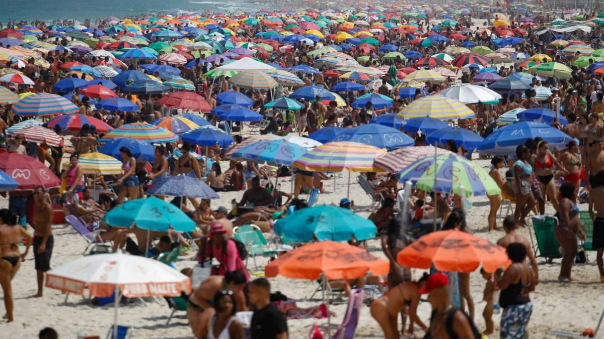Rio de Janeiro - RJ - 13/09/2020 - Movimentacao na orla da zona sul - Foto Gilvan de Souza / Agencia O Dia