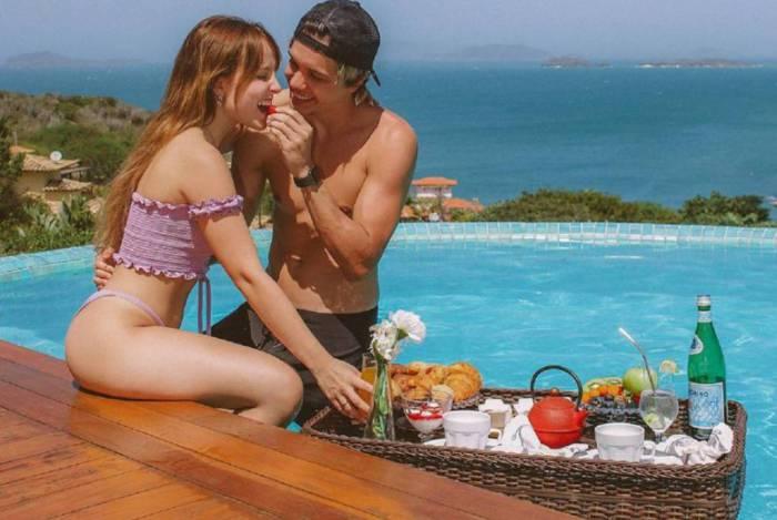 A atriz Larissa Manoela e seu namorado, Leo Cidade curtem fim de semana em Búzios