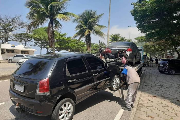 Prefeitura do Rio reboca 386 veículos estacionados na orla