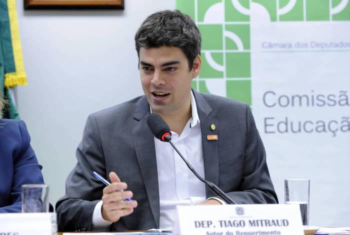 Defensor da reformulação das regras do serviço público, deputado federal Tiago Mitraud apresentou emenda incluindo os Poderes