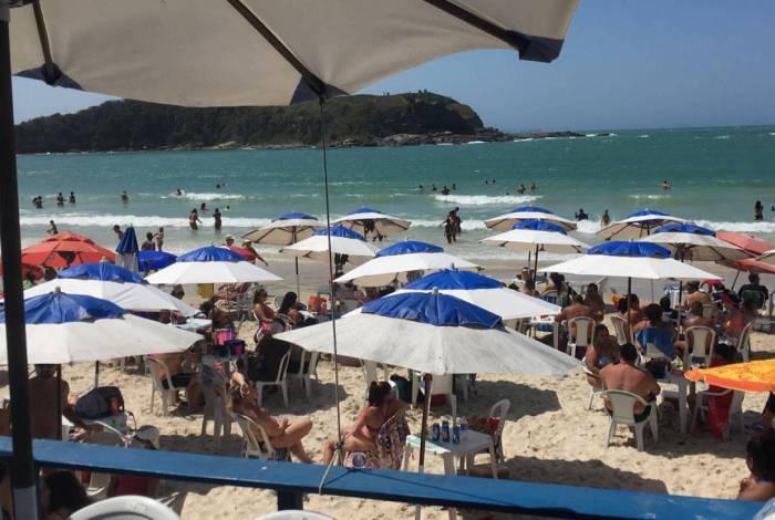 Quiosques nas Praias das Conchas e Peró em Cabo Frio são notificados por descumprimento de medidas de combate ao Covid-19