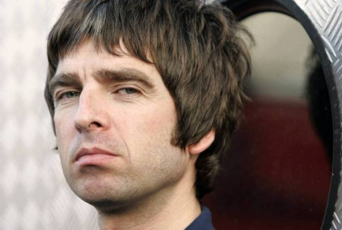 Integrante da banda Oasis se recusa a usar máscara e dispara: 'não me importo'