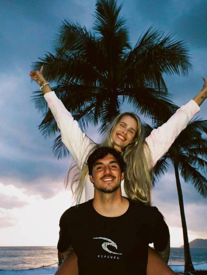 Yasmin Brunet com o namorado, o surfista Gabriel Medina