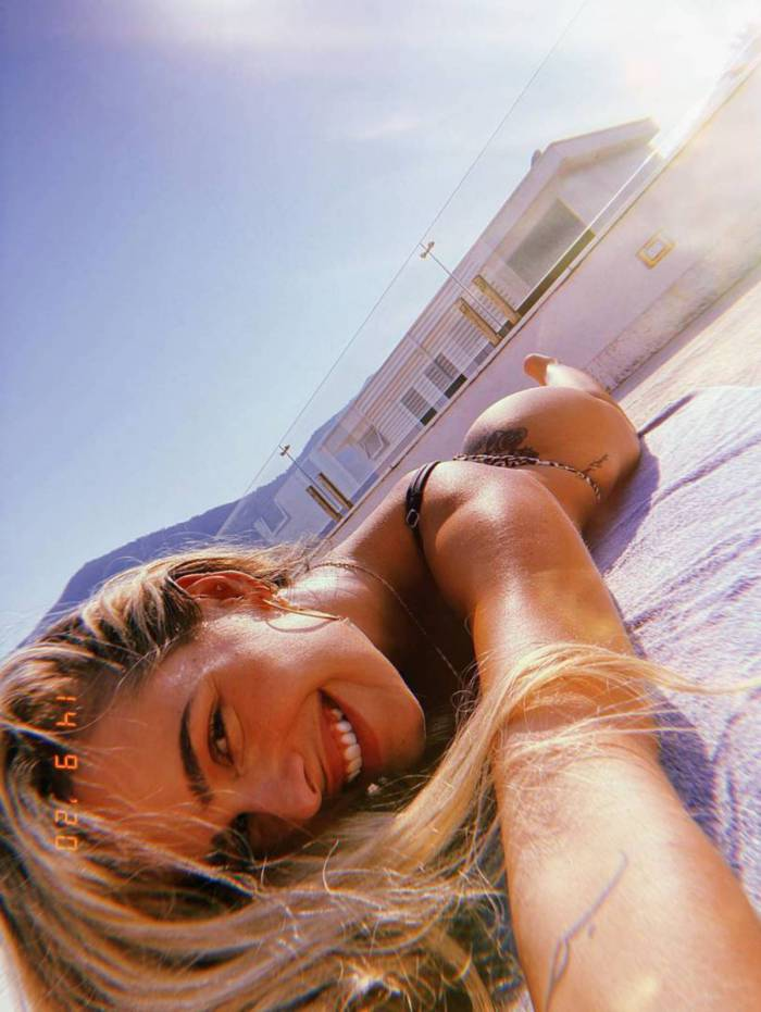 Yasmin Brunet sensualiza nas redes sociais