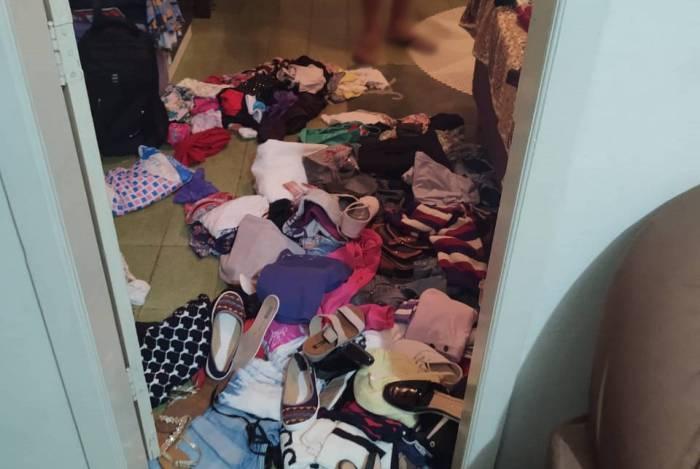 Roupas da vítima estavam espalhadas pelo chão do quarto quando a Deam chegou na residência para prender o agressor