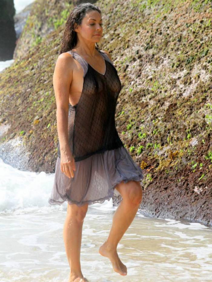 Giovanna Gold, de 'Pantanal' e 'Mulheres de Areia', mostra demais em praia do Rio