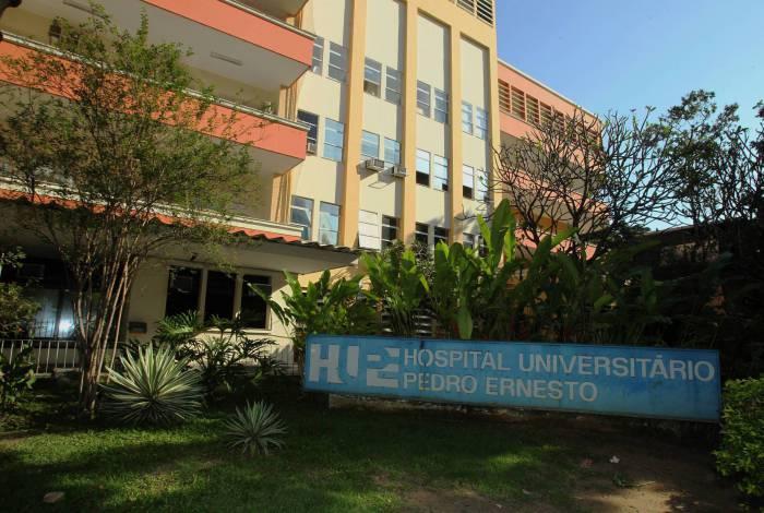 Hospital precisou cancelar cirurgias, que foram remarcadas para a próxima semana. Carros-pipa fizeram abastecimento na unidade