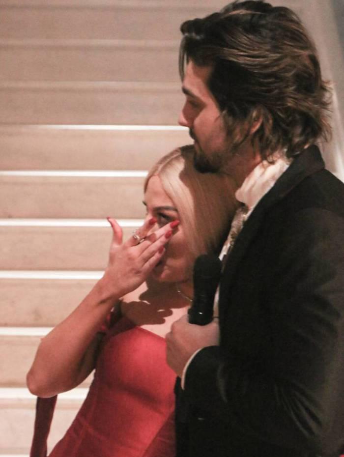 Luisa Sonza chora ao receber apoio de Luan Santana