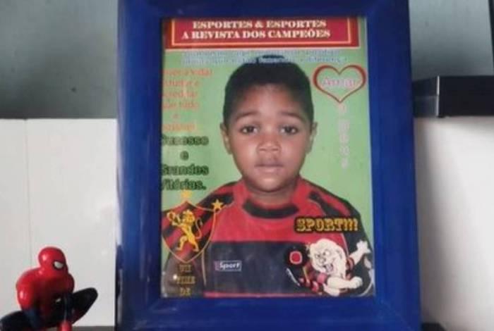Miguel, de cinco anos, morreu ao cair do nono andar de um prédio em Recife