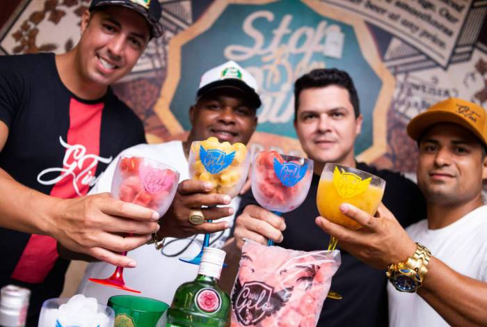 Gustavo Gomes, Eduardo Alves, Marcelo Mendonça (sócio do Stop Beer Point) e Adriano dos Santos