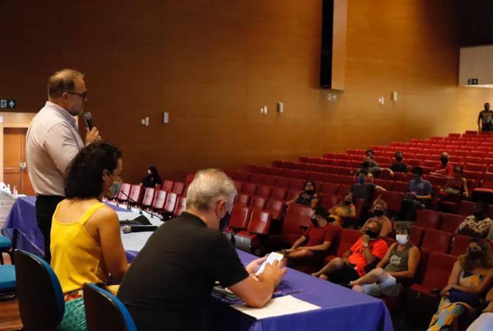 Prefeitura de Volta Redonda faz reunião com feirantes para debater medidas de combate ao coronavírus