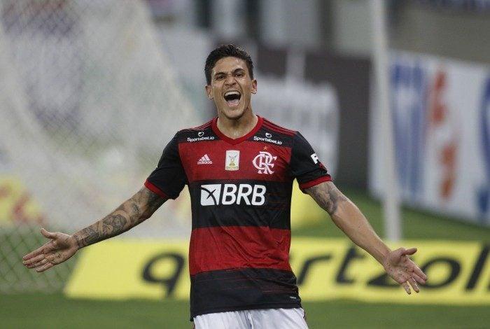 Pedro em noite inspirada: dois gols na vitória do Flamengo
