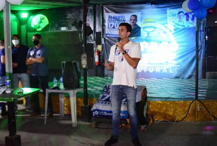 Candidato à Prefeitura do Rio pelo PSL, Luiz Lima discursando em um encontro no Catete, Zona Sul do Rio