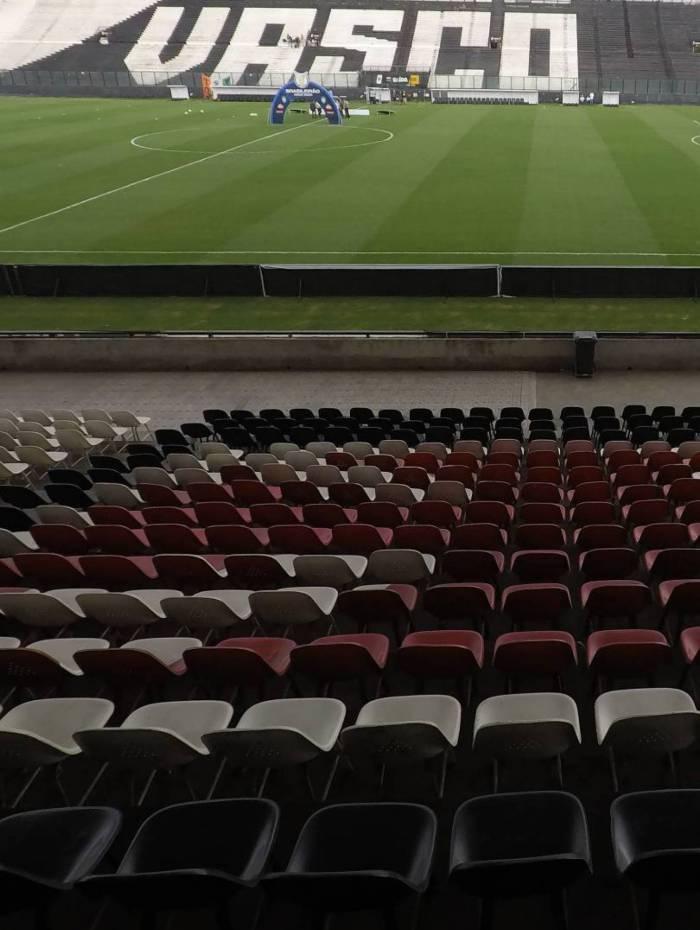 Vasco x Flamengo  - Campeonato Brasileiro - rodada 15 . Estádio São Januário sem torcida