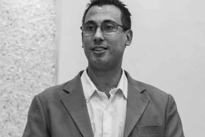 Mestre em Estudos Literários pela Uerj  e doutorando em Literatura Comparada pela UFF, Erick leciona Literatura e Redação para o Ensino Fundamental II e o Ensino Médio e é autor de livros sobre a história oral de São Gonçalo e Niterói