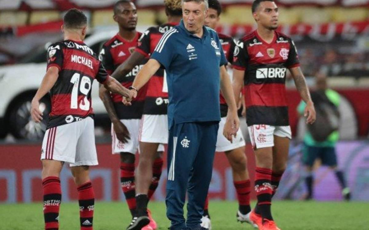 Domènec completa um mês de sua demissão mas ainda não assinou rescisão com o Flamengo
