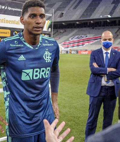 Aos 21 anos, o goleiro Hugo já é uma realidade no Flamengo e quase unanimidade entre os torcedores