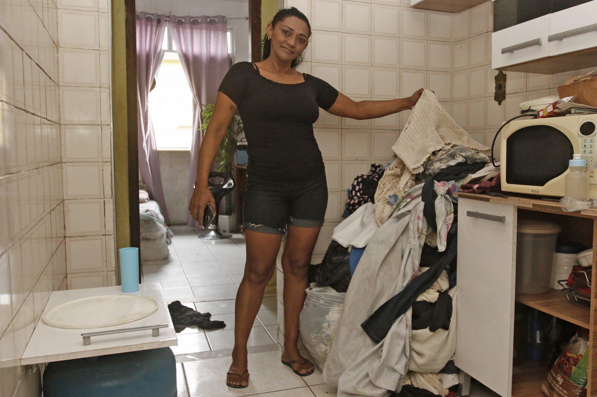 Roupas para lavar devido a falta de água - Reginaldo Pimenta / Agencia O Dia