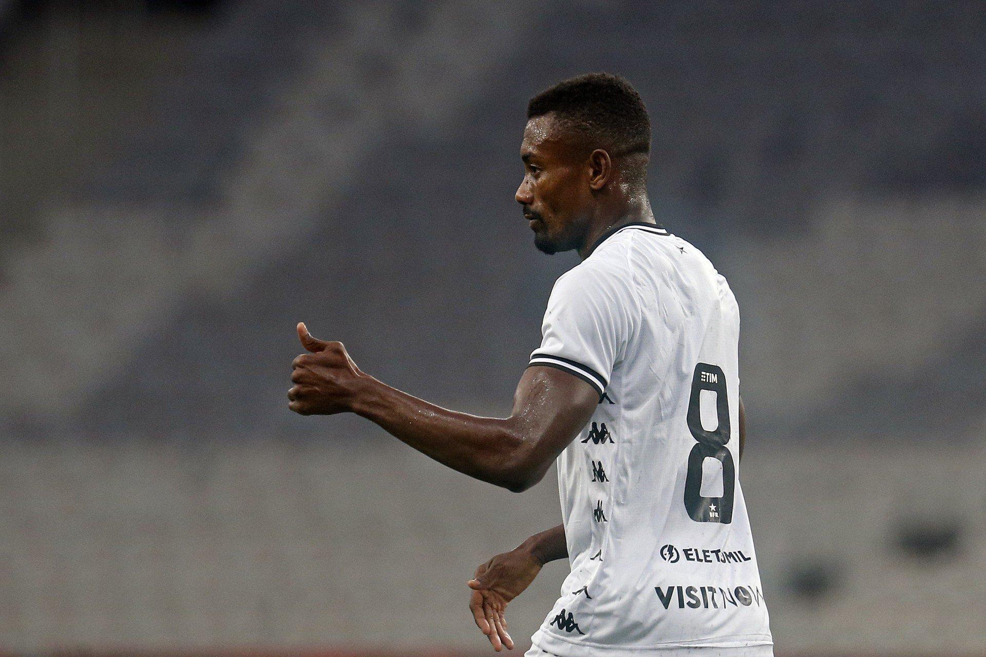 Ex-Botafogo, Salomon Kalou está perto de acertar retorno ao futebol europeu
