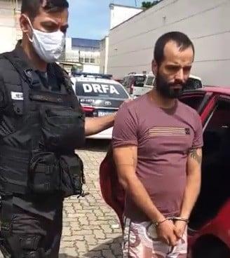 Homem procurado por crimes em MG é preso em Curicica, na Zona Oeste